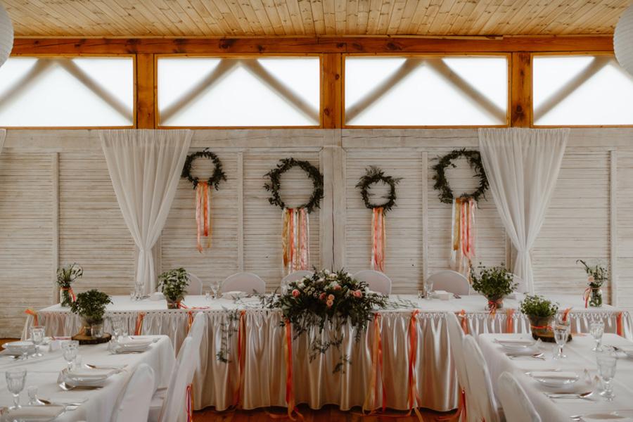 rustykalny ślub nad jeziorem
