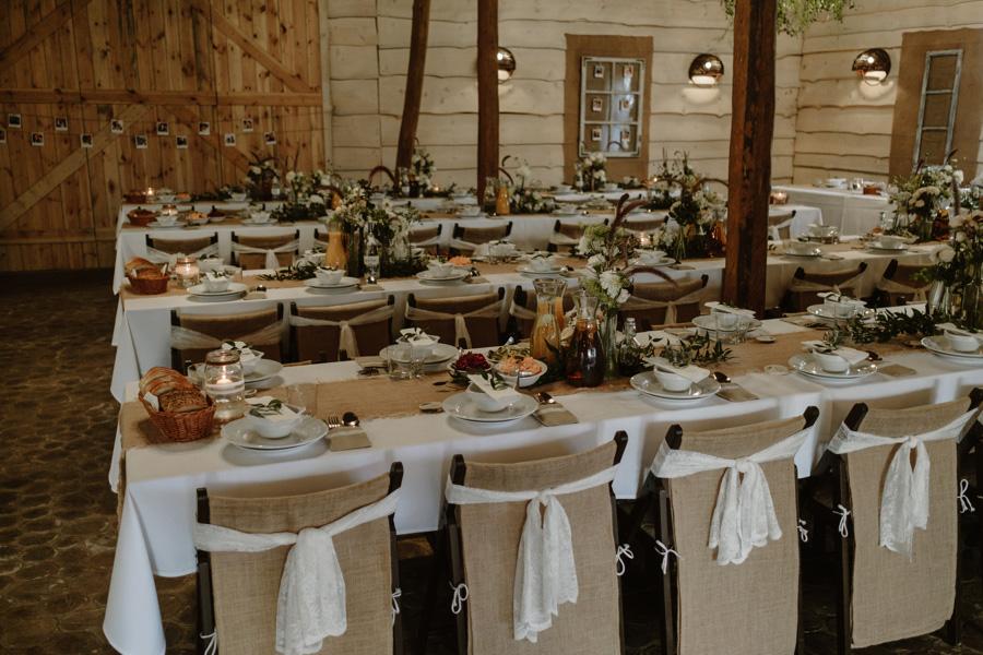 ślub w stodole